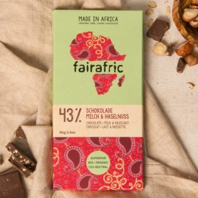 8 bars of 43% organic Chocolate with Milk & Hazelnut